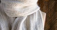 Lovely scarf from the The Purl Bee - free pattern. I think I will have to try this. With video demo:-)