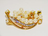 Gold Tone Large Pearl Brooch. $21.00