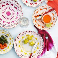bright plates for outdoor parties