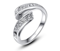 Cross Over Crystal Clear Stones Ladies Ring £15.70
