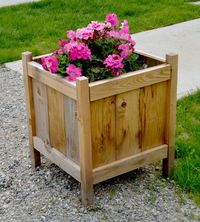 Ana White   Cedar Planters for less than $20! - DIY Projects