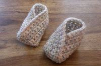 Ravelry: Simple Crossover Bootie pattern by Louise Mac Perfect gender neutral baby bootie.