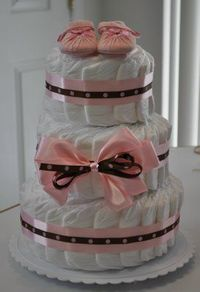 Follow our step by step diaper cake instructions, with pictures, and learn how to make a professional looking spiral, boutique style diaper cake without rolling the diapers.