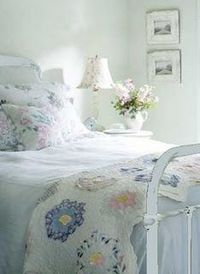 ~ bedroom with pretty quilt~