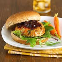To keep these low-fat burgers juicy, be careful not to overcook them. This burger is a great way to sneak in veggies. #diabetic #recipe