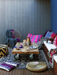A bohemian interior décor is characterized as casual, a bit unconventional and infused with artistic elements. It's a really interesting style but not one that