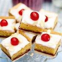 I miss Bakewell Tarts! I must learn to bake them as there's no Mr. Kipling in Calgary :(