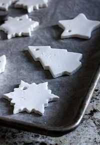 Clay recipe (just corn starch, baking soda, and water) for making ornaments - can bake them in the oven or allow to air dry | See more about baking soda, clay ornaments and christmas ornaments.
