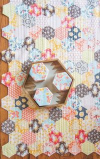 "the honey pot quilt �€"" free quilt pattern + die-cut hexagon kits available!"