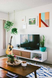Signing off on a rentalhome sight-unseen is a gamble. Rarely is it going to have everything on the 'must-have' list. Arielle Vey and her boyfriend Bennett were livingin a 1950s Oceanside, CA apartment just steps from the beach when they receiv...