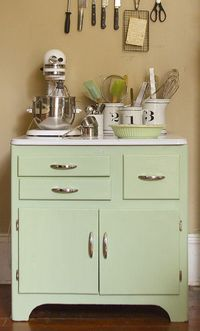 green kitchen cabinets, kitchen green and vintage kitchen.