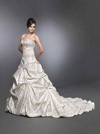 Used PL 1458 Size 4 for $950. You saved 32% Off Retail! Find the perfect preowned dress at OnceWed.com.