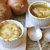 French Onion Soup: This rich, hearty French onion soup is perfect for those cold winter nights!