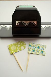 how to make paper flags from Davinie Fiero