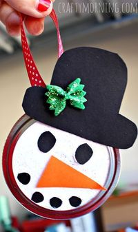 Learn how to make a snowman mason jar lid ornament! This is a fun christmas art project for kids to do. Great gifts!