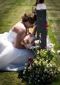 Bride visits her father's grave on her wedding day. :'( http://shine.yahoo.com/love-sex/bride-s-moving-tribute-at-father-s-grave-will-break-your-heart-180028917.html