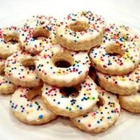 Italian Easter Cookies | �€œThese are a traditional cookie from Italy flavored with vanilla and almond extracts. They are tied in loose knots and baked, then frosted with tinted icing.�€