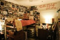 cute dorm ideas. love how this room looks so cozy. maybe my inspiration for next year!? :)