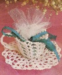 Free Crochet Pattern for this vintage cup and saucer favor!